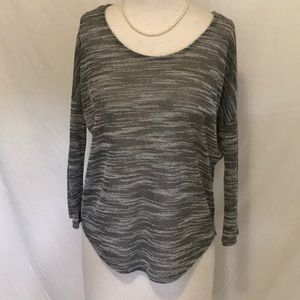 Olive & Oak Gray top Size small